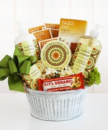 Healthy and natural relaxation abounds in this beautiful Organic Oatmeal spa basket.